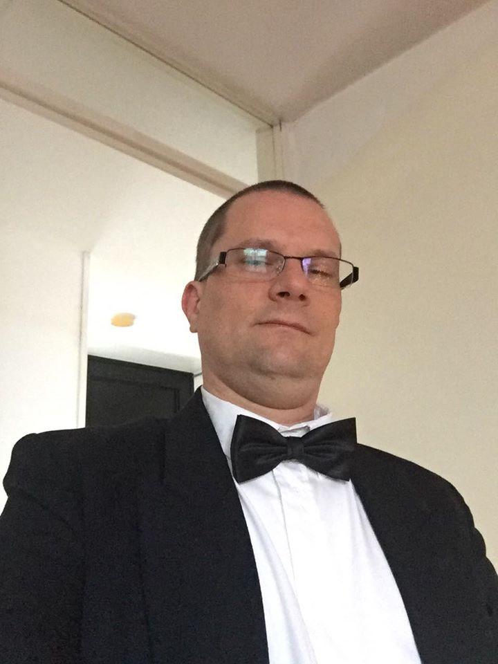 Foto: Johan Groskamp met sjiek pak met strikje